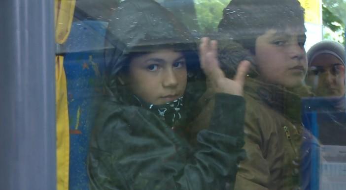 Twee jongens in bus