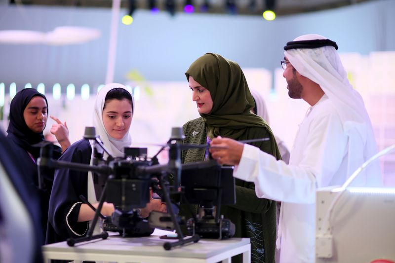 Deze afbeelding heeft een leeg alt-atribuut; de bestandsnaam is woman-gather-at-the-global-womens-forum-dubai-2020-to-celebrate-and-further-encourage-women-in-the-workforce.jpg